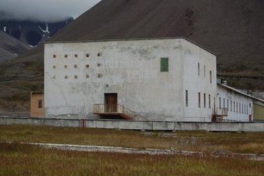 Abandoned house in Pyramiden