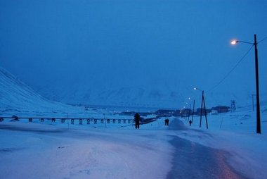 The road between the student houses in Nybyen and UNIS in Longyearbyen